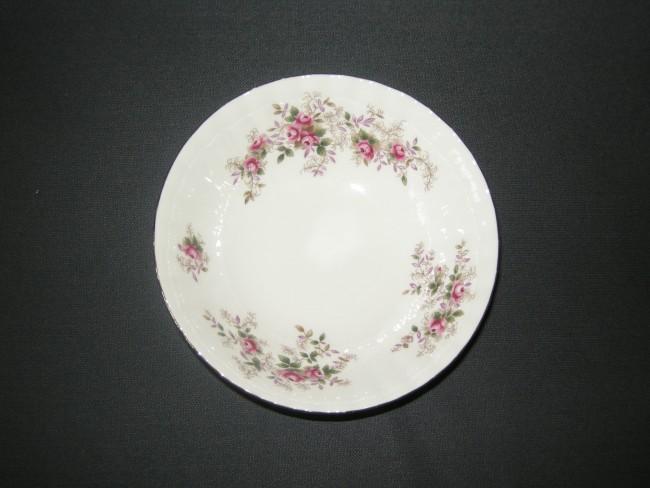 Royal Albert Servies Lavender Rose.Servies Royal Albert Lavender Rose Dessertschaaltje O16 Cm