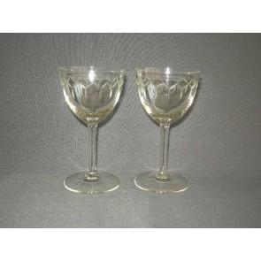 gebruikt glas / kristal 004. 2 glazen, glad been, geslepen rand
