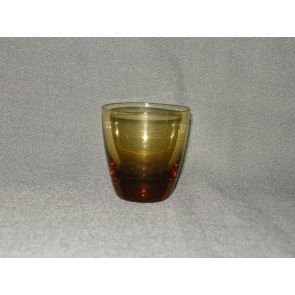 gekleurd glas 4.a  bekertje, doorsnee 5,5 cm., okergeel
