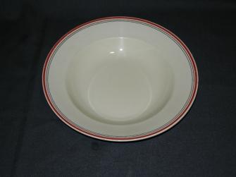 roomwit met 1 breed rood en 2 smalle zwarte streepjes