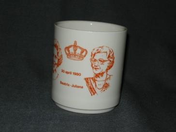 Koninklijk Huis niet gemerkt herdenkingsmok kroningsjaar Beatrix