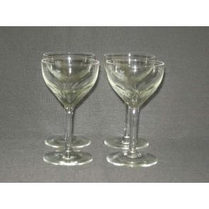 gebruikt glas / kristal glazen 002. 4 glazen met glad been en lotusfacetten in kelk