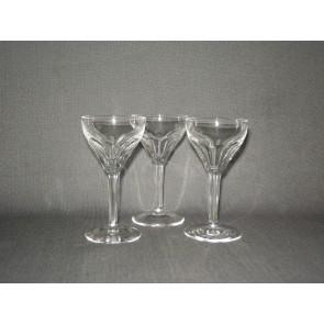gebruikt glas / kristal glazen 013 c. 3 borrelglaasjes, hoogte 11,7 cm.
