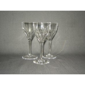 gebruikt glas / kristal glazen 013 d. 3 borrelglaasjes, hoogte 10,5 cm.