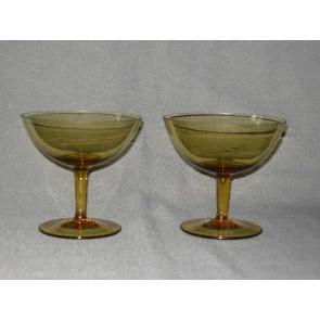 gekleurd glas 10. hoge coupes, doorsnee 10,3 cm., okergeel
